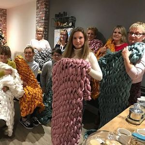 Arm Knit a Throw at Workshop & Play